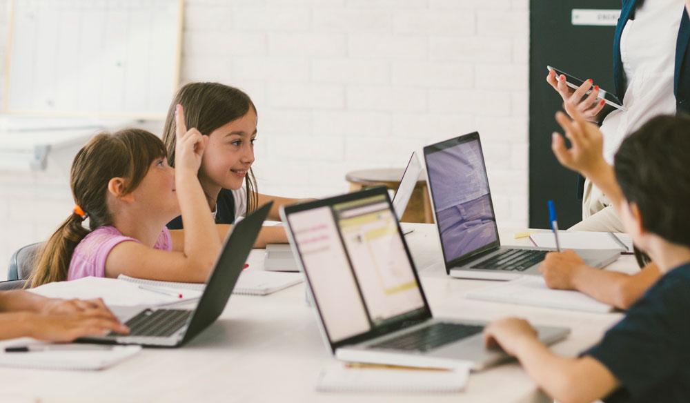 Acesse os libros digitais, crie conteúdo e administre as suas aulas com BlinkLearning